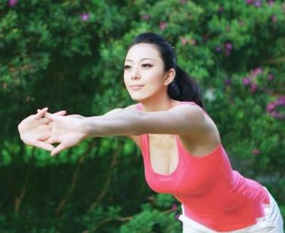 周韦彤林志玲艾尚真张梓琳顶级模特身材大PK都是极品 张梓琳和林志玲