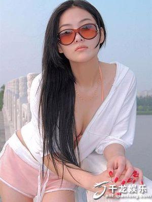 野艳浴缸:上围惹火的性感美鞋控色女郎(高清组图)