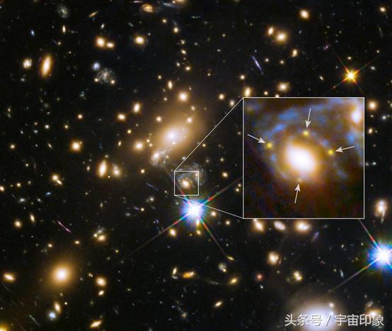 数百个星系挤在小小的时空,蓝色光弧再次出现,爱因斯坦又对了